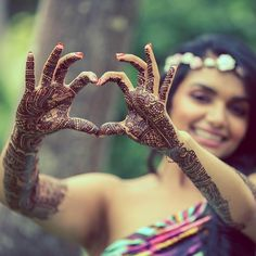We love bride Leena's intricate mehendi design. Photo Courtesy- @pictureperfectindia (Mumbai)