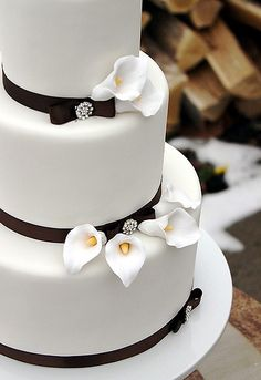Calla Lilly Winter Wedding Cake. The Couture Cakery.