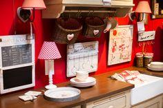 Décorations pour cuisine - Boutique à Laval - ©Jimmy Hamelin Jimmy, Genre, Marsala, Basket, Boutique, Simple, Red, Furniture, Contemporary