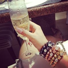 Cheers to All the beautiful Ladies! LadyLuxury♚