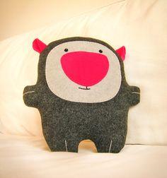 Bambaks, geek Mom and Kiddo Felt Diy, Felt Crafts, Puppets For Kids, Handmade Soft Toys, Cardboard Toys, Monster Dolls, Electronic Toys, Thinking Day, Kids Pillows