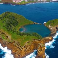 The Azores islands in Portugal are a European paradise that must be seen to be credible. Watch the video and add these spectacular places to your itinerary. Pinner Culture Trip Quelle theculturetrip Bildgröße 736 x 736 Boardname PORTUGAL Ansichten 134 Azores Portugal, Portugal Travel, Ireland Travel, Beautiful Places To Travel, Cool Places To Visit, Beautiful World, Travel Videos, Travel Tips, Travel Hacks