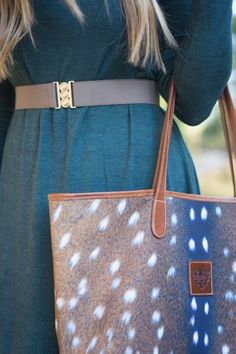 Unbelts: The Best Pant Keeper-Upper |Dress is from Old Navy| Bag is Barrington Gifts St. Anne Tote in Axis| #fallfashion #dress #belt #barringtongifts #horseblog