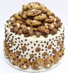 The Ultimate Chocolate Chip Cookie Dough Cake! The cake for any cookie lover :) Recipe is in the link! This post is definitely a bit delayed, but better late than never, right? I've received a lot of emails asking. Super Moist Chocolate Cake, Chocolate Chip Cookie Cake, Mini Chocolate Chips, Chocolate Chocolate, Edible Cookies, Fondant Cookies, Cupcake Cakes, Baking Recipes, Cake Recipes