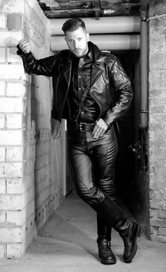 Gay Leatherman from The Netherlands Tight Leather Pants, Men's Leather Jacket, Leather Men, Black Leather, Jacket Men, Cops, Hot Guys, Netherlands, Sexy