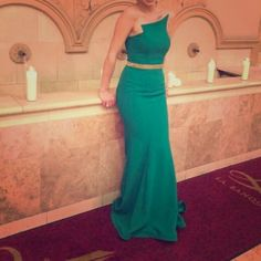 Fierce Green Asymmetrical Fitted Formal Dress Awesome, super flattering green formal gown / dress. Fits a size 4/6. Includes optional, separate body chain and gold belt. Belt is an accompanying piece, body chain purchased separately. Dresses Asymmetrical