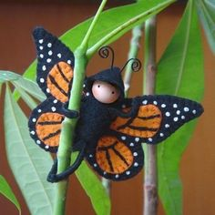 felt art: insects - crafts ideas - crafts for kids - Amazingly DIY Insect Crafts, Fairy Crafts, Felt Crafts, Waldorf Crafts, Waldorf Toys, Steiner Waldorf, Felt Fairy, Butterfly Crafts, Butterfly Felt