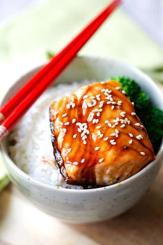 Salmon teriyaki bowl with moist and juicy pan-seared salmon with teriyaki sauce. This easy salmon teriyaki recipe takes only 4 ingredients. Salmon Bites Recipe, Salmon Recipes, Fish Recipes, Seafood Recipes, Cooking Recipes, Rasa Malaysia, Grilled Teriyaki Salmon, Salmon Teriyaki Recipe Japanese, Asia