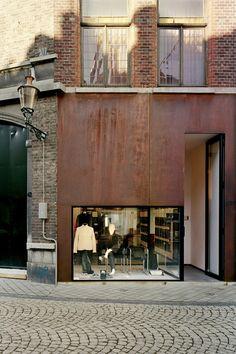 Corten steel façade - store Amorsplein Maastricht The Netherlands by Wiel Arets Architects Design Exterior, Facade Design, Interior And Exterior, House Design, Design Design, Facade Architecture, Workshop Architecture, Residential Architecture, Architecture Interiors