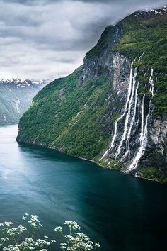 Waterfall ribbons