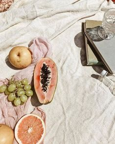 Thursdays set styling inspo        Photo: unknown | #styling #artdirection #setstyling #flatlay