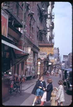 Colour photographs of New York, By: Charles Cushman Lower Manhattan, 1942 Lower Manhattan, Manhattan Nyc, Old Pictures, Old Photos, Vintage Photos, 1940s Photos, Vintage Postcards, A New York Minute, Cities