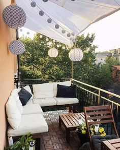 How to Make the Most of a Tiny Balcony - - Get inspired by the best ideas for transforming your neglected small balcony into an irresistible outdoor retreat for relaxing and entertaining. Small Balcony Decor, Tiny Balcony, Outdoor Balcony, Balcony Ideas, Balcony Decoration, Small Patio, Outdoor Rooms, Patio Ideas, Backyard Ideas