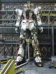 1/100 Gunpla Diorama: ONCE UPON A TIME IN RELIC FACTORY. Beautiful Work by Robert Liem Cun. Photoreview Big Size Images