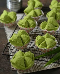 Resep Bolu Kukus Pandan By Cake Cookies, Cupcake Cakes, Steamed Cake, Brownie Cake, Brownies, Thai Dessert, Indonesian Cuisine, Asian Recipes, Ethnic Recipes
