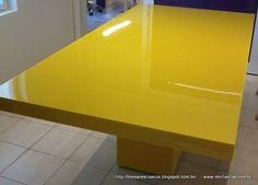 Mesa resina amarela