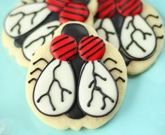 Fly Cookies. Ewww...gross. The boys will love it!