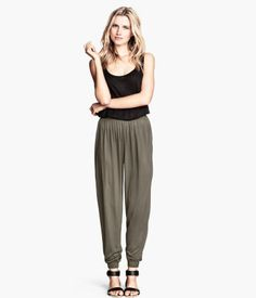 Luxury Loose Crop Tops With Shorts Is Another Attractive Option For Curvy Women  Or H&ampM With A Cute Crop Top Are All You Need After Everything, If You Are Still Looking For Interesting Ways To Style Your Crop Top  Pair Them With Dhoti Or Harem Pants