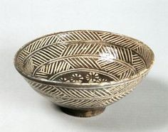 Mishima - white slip inlaid into dark clay. Teal Bowl of the Hori-mishima type; named 'Zansetsu' Korea, 16 century. Pottery Bowls, Ceramic Bowls, Ceramic Pottery, Ceramic Techniques, Pottery Techniques, Korean Pottery, The Potter's Hand, Matcha, Sculptures