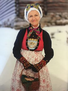 FolkCostume&Embroidery: Overview of Norwegian Costumes part the West. New - Inner or middle Sogn. Scandinavian Embroidery, Farm Fashion, Costumes Around The World, Folk Clothing, Scandinavian Fashion, Wool Embroidery, Everyday Dresses, Folk Costume, Historical Costume