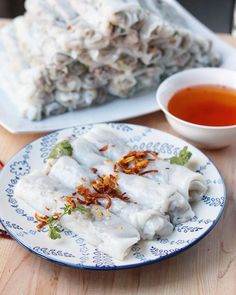 Fawm Kauv (steamed rolled rice cake with pork): Banh Cuon Banh Cuon Recipe, Sauce Recipes, Cooking Recipes, Rice Rolls, Pork Roll, Pork Stir Fry, Fried Shallots, Salty Foods, Roasted Peanuts