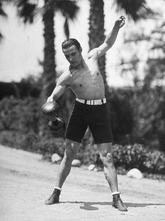 Rudolph Valentino gets fit. Old Hollywood Stars, Hooray For Hollywood, Hollywood Actor, Vintage Hollywood, Classic Hollywood, Hollywood Icons, Vintage Movie Stars, Old Movie Stars, Vintage Movies