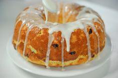 Этот рецепт мне нравится своей сдобностью. Много яиц, сливочное масло и молоко делают тесто восхитительно вкусным. А добавление в тесто цедры апельсина и лимона…