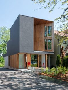 Bala Line House von Williamson Chong Architects in Toronto, Kanada Architecture Résidentielle, Contemporary Architecture, Amazing Architecture, Toronto Houses, Wooden Facade, Narrow House, Big Houses, Modern House Design, Building A House