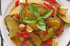 Tomaten-Zucchini-Pfanne mit Feta, ein schönes Rezept aus der Kategorie Schmoren. Bewertungen: 197. Durchschnitt: Ø 4,5.