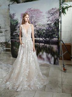 edc4d07726af Wedding Gloves, Bridal Wedding Dresses, Wedding Dress Trends, Famous Wedding  Dresses, Lace
