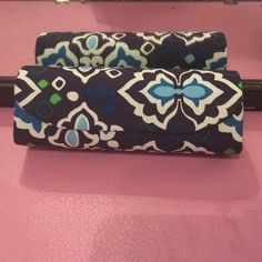 Selling this Vera Bradley Glasses case. in my Poshmark closet! My username is: darthdeleon. #shopmycloset #poshmark #fashion #shopping #style #forsale #Vera Bradley #Accessories