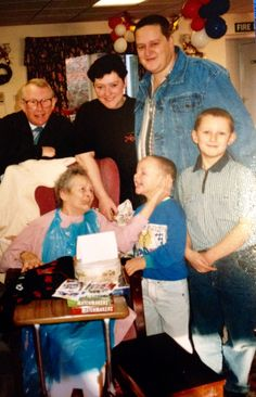 Xmas 1995 uncle Les Nan Layton Alyson Nigel Rich and Rob my Nans last Xmas 😞 still miss her now love you Nan