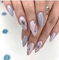 simple spring nail designs for short nails and long nails 15 New Years Nail Designs, New Years Nail Art, Nail Art Designs Videos, Stylish Nails, Trendy Nails, Sparkle Gel Nails, Simple Gel Nails, New Year's Nails, Nagel Gel