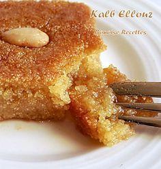 kalb ellouz 2 - Ideas (i will organize this once school is over) - Arabic Sweets, Arabic Food, Arabic Dessert, Tunisian Food, Semolina Cake, Algerian Recipes, Mediterranean Recipes, Christmas Desserts, Gastronomia