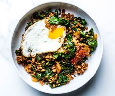 Make This Easy Warm Kimchi Grain Bowl - Bon Appétit Kimchi Fried Rice, Dinners To Make, Weeknight Dinners, Fast Dinners, Grain Bowl, Rice Grain, Healthy Dinner Recipes, Delicious Recipes, Gourmet