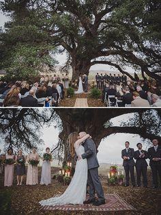ceremony under a tree @weddingchicks