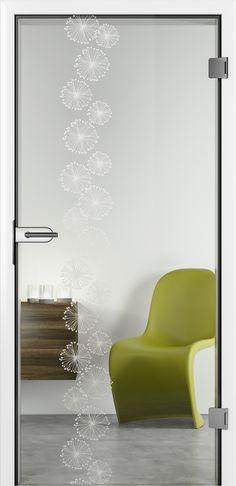 Unsere Glastuer Blossom hat ein detailiertes und filigranes Muster und sieht damit richtig schön aus. Ein echter Hingucker ohne aufdringlich zu wirken.