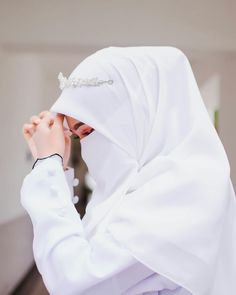 Pinned By Pinogram Hijab Niqab, Muslim Hijab, Hijab Chic, Mode Hijab, Hijab Dp, Muslimah Wedding Dress, Hijab Wedding Dresses, Dress Muslimah, Hijabi Girl