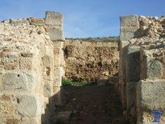 Alcalá La Vieja a construcción musulmana data del siglo IX posiblemente fue obra del emir Muhammad I que fortificó las defensas del Estado andalusí en la Comunidad de Madrid alcala la vieja 3.jpg