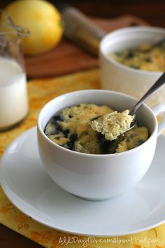 Low Carb Paleo Lemon Blueberry Mug Cake Recipe Low Carb Desserts, Low Carb Recipes, Healthier Desserts, Diabetic Recipes, Lemon Mug Cake, Paleo Dessert, Savoury Cake, Low Carb Keto, Keto Carbs