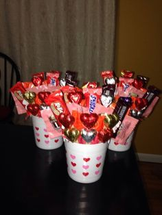 Cheap and Easy Valentines Gifts for Boyfriends - Candy Bouqu.- Cheap and Easy Valentines Gifts for Boyfriends – Candy Bouquets Cheap and Easy Valentines Gifts for Boyfriends – Candy Bouquets - Valentines Day Gifts For Friends, My Funny Valentine, Valentine Day Crafts, Candy Bouquet Diy, Valentine Bouquet, Valentines Day Baskets, Valentines Day Decorations, Pinterest Valentines, Valentine's Day Gift Baskets
