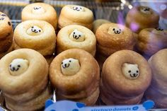 Spotted these super-kawaii Japanese donuts in Shibuya today while walking back to Harajuku. The company who makes them is Siretoco. I bought a chocolate chip one, but haven't eaten it yet! Japanese Donuts, Bento, Delicious Desserts, Yummy Food, Brunch, Fancy, Snacks, Cute Food, Food Design