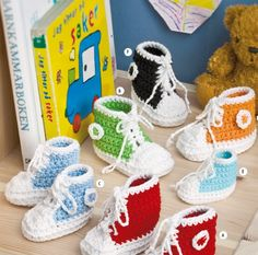 Knitting Supplies and Crocheting Yarns for Weaving, Spinning, and Dyeing Baby Hats Knitting, Knitting For Kids, Crochet For Kids, Crochet Baby, Diy Crochet, Crochet Ideas, Baby Converse, Crochet Converse, Crochet Shoes