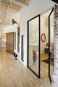Loft contemporain avec mur de briques 7