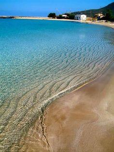 Diakofti beach, Kythira island, south of Peloponnese, Greece Santorini Villas, Myconos, Greek Beauty, Paradise On Earth, Greece Islands, Exotic Places, Travel Goals, Greece Travel, Beautiful Beaches