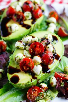 Caprese Stuffed Avocados Are Everything Good About Summer Eating vegetables doesn't have to be boring…and it certainly doesn't mean you're having salad every night. To prove it, we rounded up 14 exciting and delicious vegetarian recipes. Healthy Diet Recipes, Low Carb Recipes, Healthy Snacks, Vegetarian Recipes, Healthy Eating, Cooking Recipes, Dishes Recipes, Recipes Dinner, Dinner Dishes