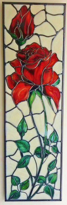 Cest une belle et élégante peint à la main, effet vitrail, panneau au plomb « Rose rouge ». Inspiré par le style Art Nouveau de Louis Comfort Tiffany. Le panneau de verre est peint avec émail peintures et une Tiffany style au plomb dans un effet de vitrail. Le plomb est appliqué à la main. Dimensions: 15 x 40 cm (s'il vous plaît me contacter si vous souhaitez une oeuvre de taille différente de la commission / miroir) Tous les panneaux viennent avec la pendaison de fourniture, comme ...