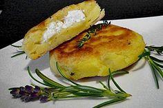 Kartoffelfrikadellen gefüllt mit Schafskäse, ein schmackhaftes Rezept aus der Kategorie Braten. Bewertungen: 154. Durchschnitt: Ø 4,2.