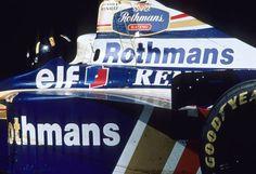 f1 O aniversariante Hill no GP da Austrália de 1996. Primeira vitória no ano do título.