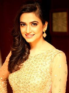 It's not new thing for Mr.X to romance with new actress. Now audience will watchEmraan Hashmi romancing with south beauty, Kriti Kharbanda onscreen in Raaz Hindi Movies Online Free, Respect Girls, Bollywood Images, Kriti Kharbanda, Figure Size, Fantasy Movies, Comedy Movies, Height And Weight, South Indian Actress